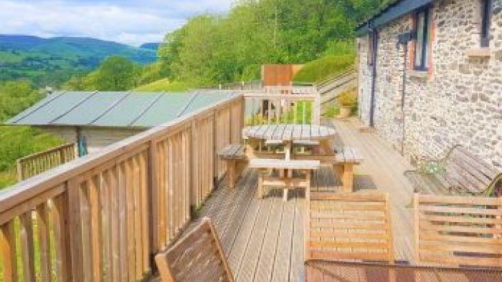 Cae Madog Barn, sleeps  16,  group holiday rental, Powys