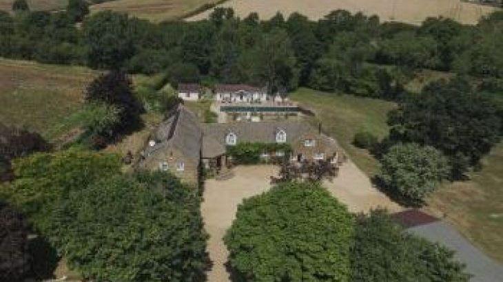 Beggars Barn, sleeps  30,  group holiday rental, Oxfordshire