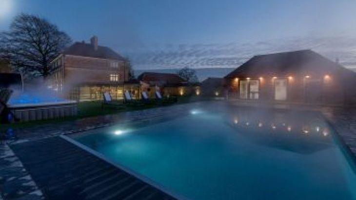 Hesdin Hall, sleeps  21,  group holiday rental, Wiltshire