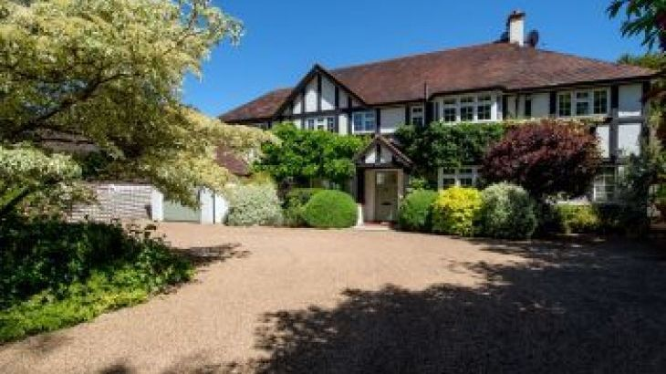 Garden Court, sleeps  14,  group holiday rental, Surrey