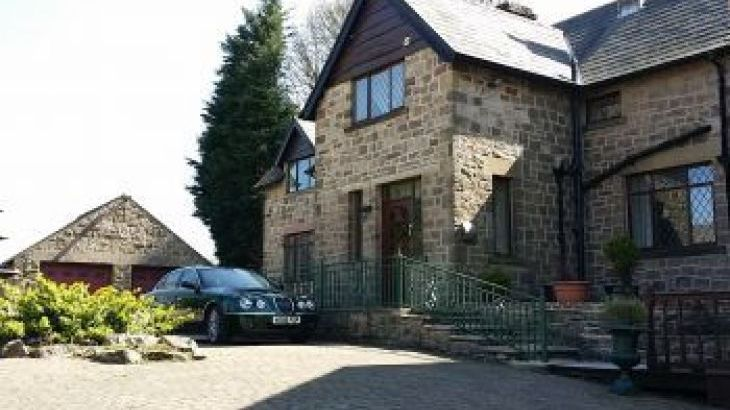 'THE GREEN' in the heart of the Peak District National Park, sleeps  18,  group holiday rental, Derbyshire