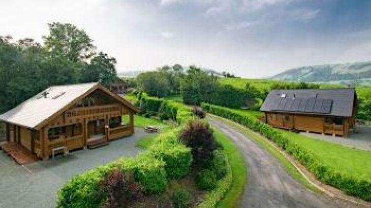 Luxury Lodges Wales, sleeps  6,  luxury log cabins, Powys