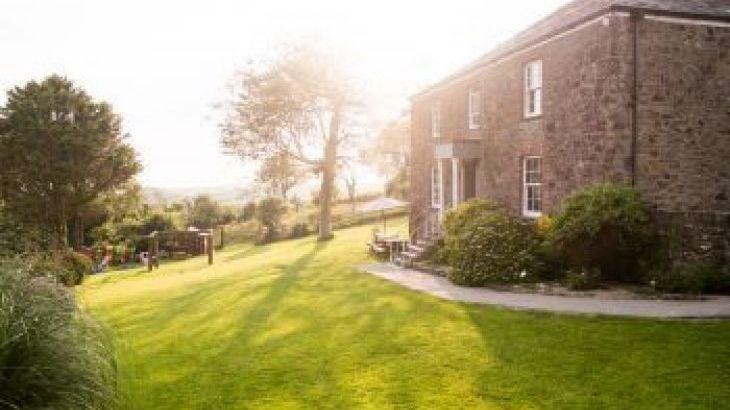 Lower Northcott Farmhouse, sleeps  17,  group holiday rental, Cornwall
