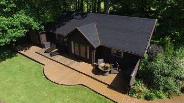 Woodpeckers, sleeps  2,  luxury log cabins, Devon