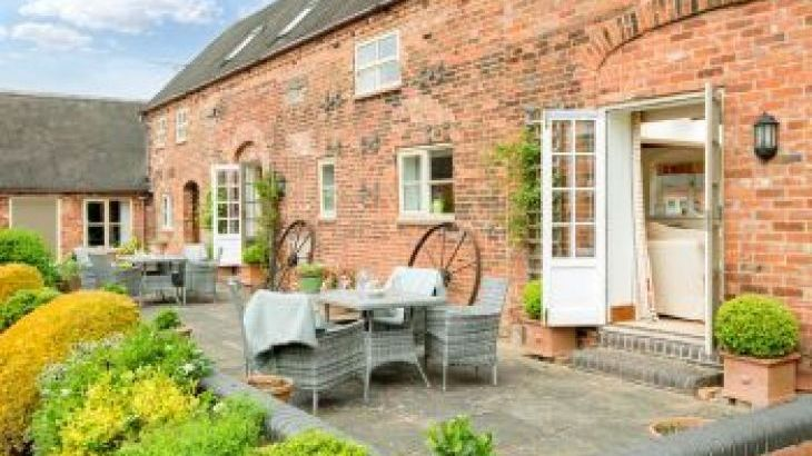 Upper Rectory Farm Cottages, sleeps  30,  group holiday rental, Leicestershire