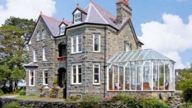 Pensarn Hall dog friendly holiday cottage, Llanbedr, North Wales , sleeps  15,  group holiday rental, Gwynedd