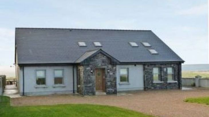Tranquil Hill Seaview Cottage, sleeps  10,  group holiday rental, Mayo