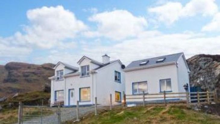 An Nead House, sleeps  10,  group holiday rental, Donegal