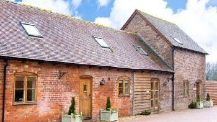Trooper's Dog-Friendly Cottage, sleeps  12,  group holiday rental, Shropshire