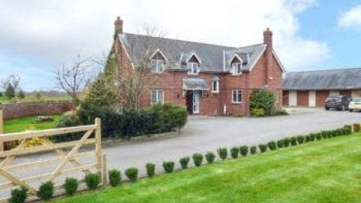 Manor Wood, sleeps  10,  group holiday rental, Cheshire