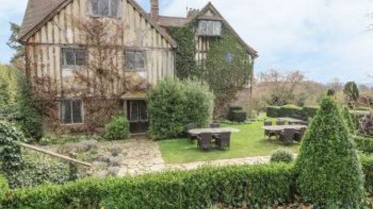 Hoath Country House, sleeps  26,  group holiday rental, Kent