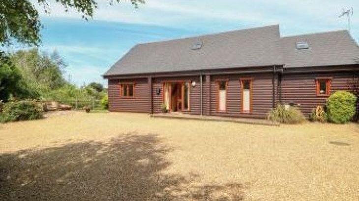 Waters Reach Lodge, sleeps  12,  group holiday rental, Norfolk