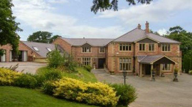Richmond Country Hall, sleeps  19,  group holiday rental, Denbighshire