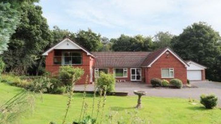 Llys Offa, sleeps  11,  group holiday rental, Wrexham