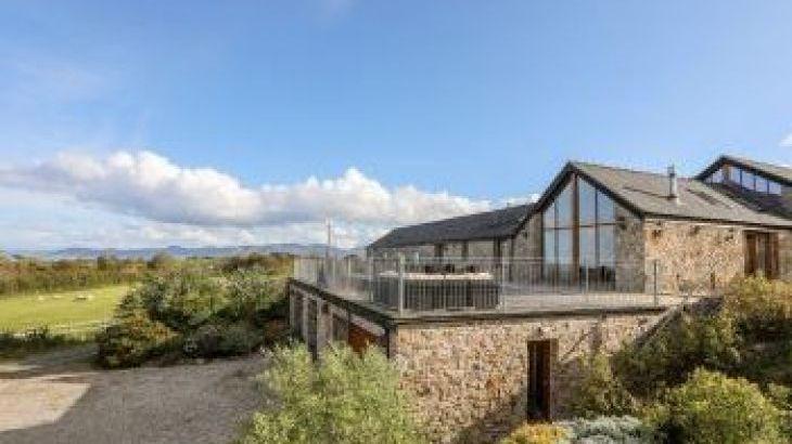 Gwelfor Barn, sleeps  10,  group holiday rental, Anglesey
