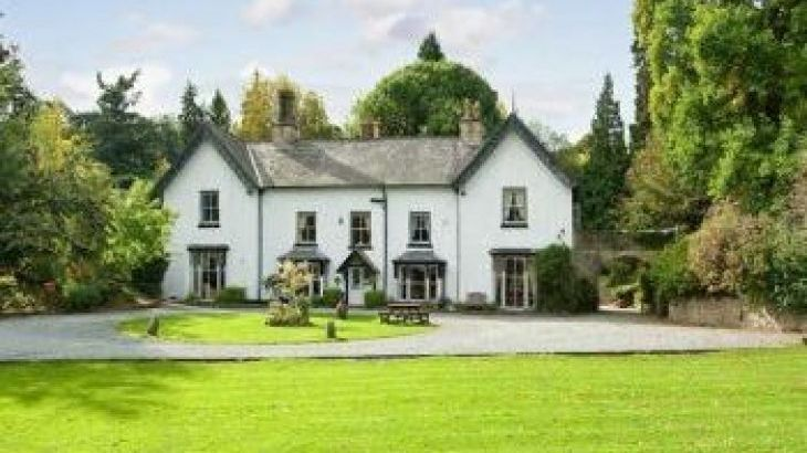 Brookside Manor House, sleeps  30,  group holiday rental, Shropshire
