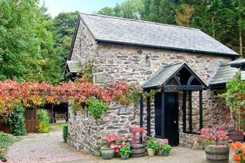 The Old Barn Pet-Friendly Holiday Cottage, North Wales , Denbighshire