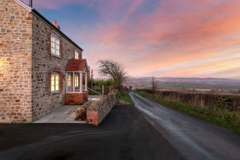 Sleeps 2, Romantic, Luxurious Cottage with Original features and Amazing Views, Herefordshire