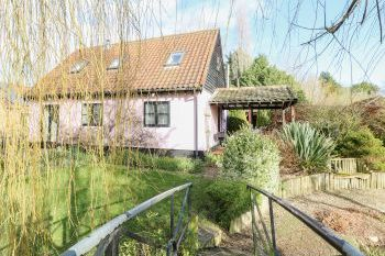 The Haybarn Pet-Friendly Holiday Cottage, East Anglia , Norfolk