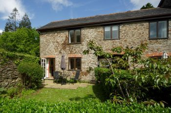 Cottage with a spacious bed for couples in South Hams, Devon,