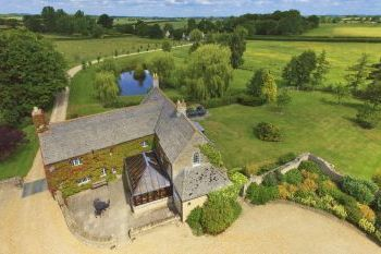 The Cotswold Manor Hall with Hot Tub & Games Barn - Oxfordshire