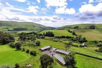 Sleeps 6 Hot Tub Cottage   in Mid Wales