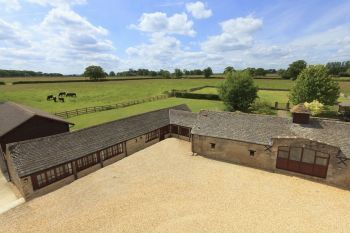 The Cotswold Manor House with Hot Tub & Games Barn, Oxfordshire, England