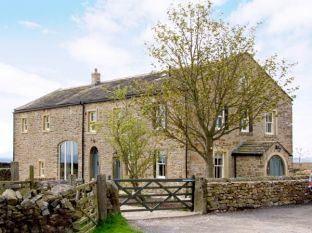 Large Yorkshire Dales Holiday Barn with Hot Tub, North Yorkshire, England