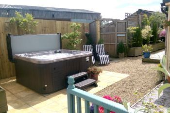 Sleeps 9 Holiday Rental with Hot Tub   in The Welsh Borders, North Wales