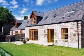 Cottage with pool for couples in Scotland Central