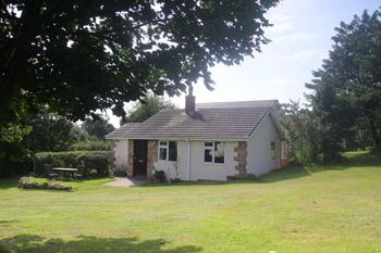 Cottage sleeps 2 in within 3 miles of Sherwood Pines