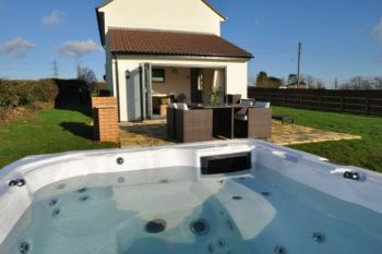 Sleeps 4 Holiday Rental with Hot Tub   in The Mendips, South West, West Country
