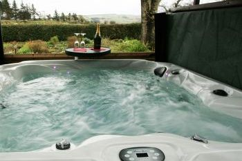 Holiday rental with Hot Tub Access   in Llangollen