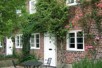 Victoria Dog Friendly Holiday Cottage, Hindon, Cotswolds , Wiltshire, England
