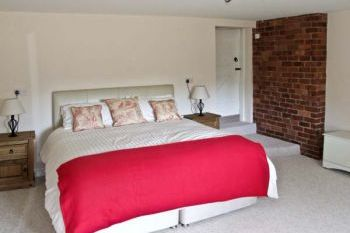 1 Bedroom Old Farmhouse, Worcestershire, England