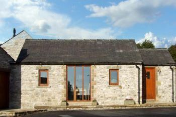 Cottage with barbeque for couples in Peak District Midlands