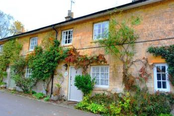 Dog friendly sleeps 2 in Cotswolds, Heart of England