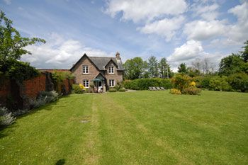 3 Bedroom Pet-Friendly Herefordshire Country Cottage with Woodburner, Herefordshire, England