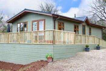 Sleeps 4 Holiday Rental with Hot Tub   in South Wales