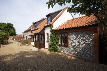 Sleeps 6 Hot Tub Cottage   in North of Norfolk, East Anglia