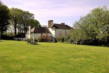 Cottage with a spacious bed for couples in Pembrokeshire National Park