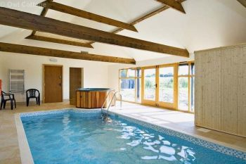 Cottage with Hot Tub Access   in East Midlands