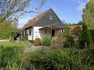 Self-catering accommodation with a barbecue sleeps 2 in East Anglia