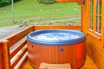 Sleeps 5 Hot Tub Cottage   in Mid Wales