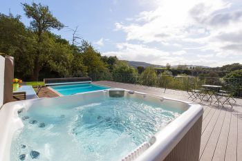 Cottage with Hot Tub Access   in Wye Valley