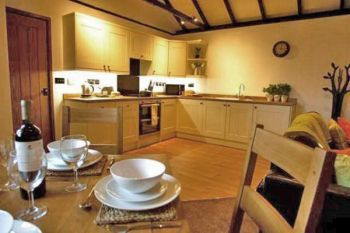 Romantic Sleeps 2 Self-Catering Lodge, Surrey, England