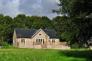 Sleeps 4 Holiday Rental with Hot Tub   in East Anglia, Colne Valley