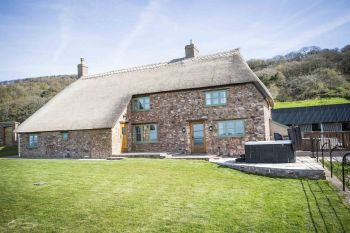 Sleeps 14 Hot Tub Cottage   in South West, West Country