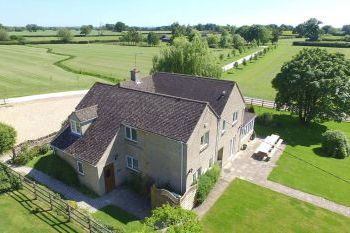 Holiday rental with Hot Tub Access   in Cotswolds, Home Counties