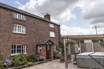 Sleeps 18 Hot Tub Cottage   in Heart of rural Cheshire